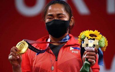 Ouro em Tóquio, filipina mostra Medalha Milagrosa no pódio